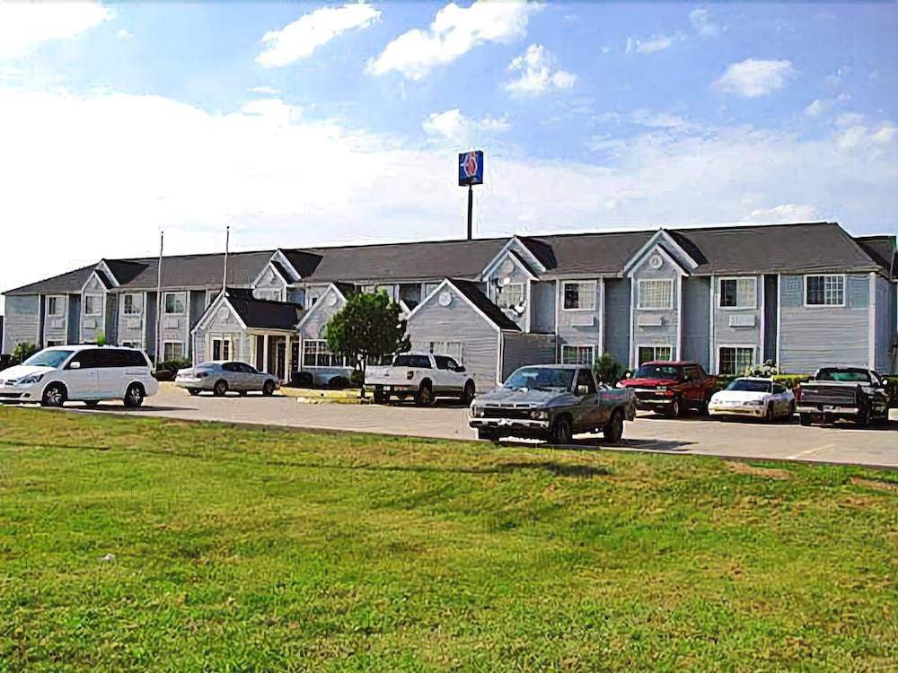 Motel 6 McAlester OK