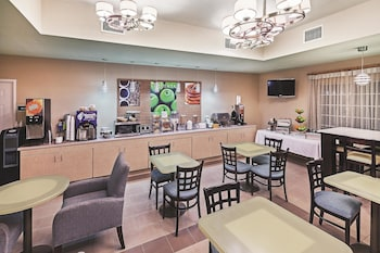 La Quinta Inn & Suites Corpus Christi Northwest - Property Amenity  - #0
