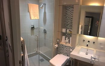 The Continental Hotel Heathrow - Bathroom  - #0