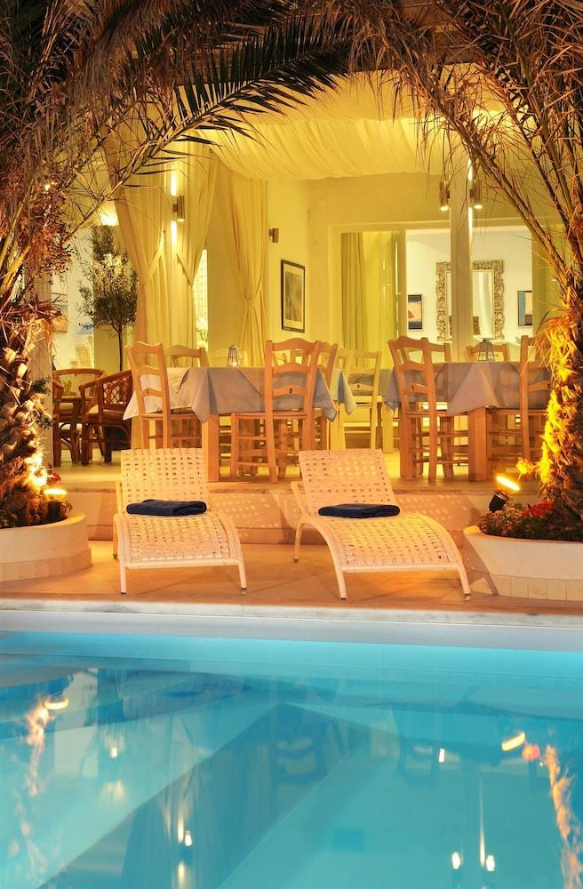 Alesahne Beach Hotel Santorini
