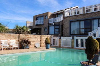 Bluewater Beachfront Guesthouse (338097) photo