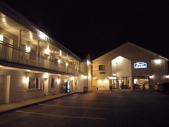 Cocca's Inn & Suites Wolf Rd, Albany Airport in Albany, New York