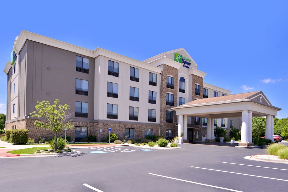 Holiday Inn Express Hotel & Suites Selma