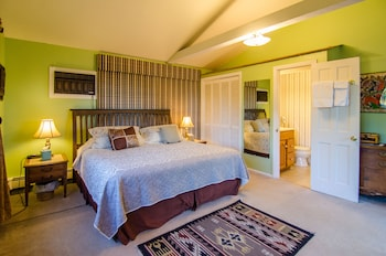 The Inn at Charlotte Bed and Breakfast - Guestroom  - #0