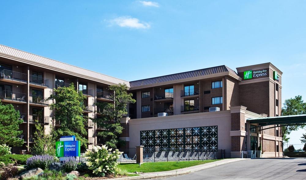 Holiday Inn Express Rolling Meadows - Schaumburg Area