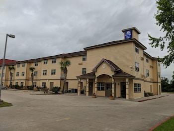 Americas Best Value Inn & Suites Winnie in Winnie, Texas