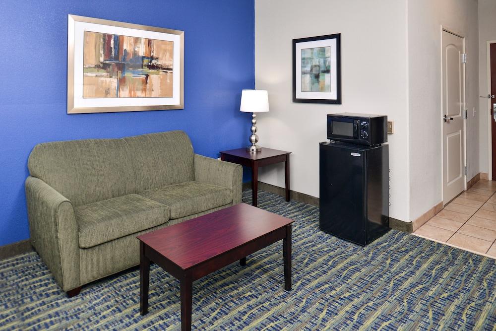 Holiday Inn Express Hotel & Suites San Antonio