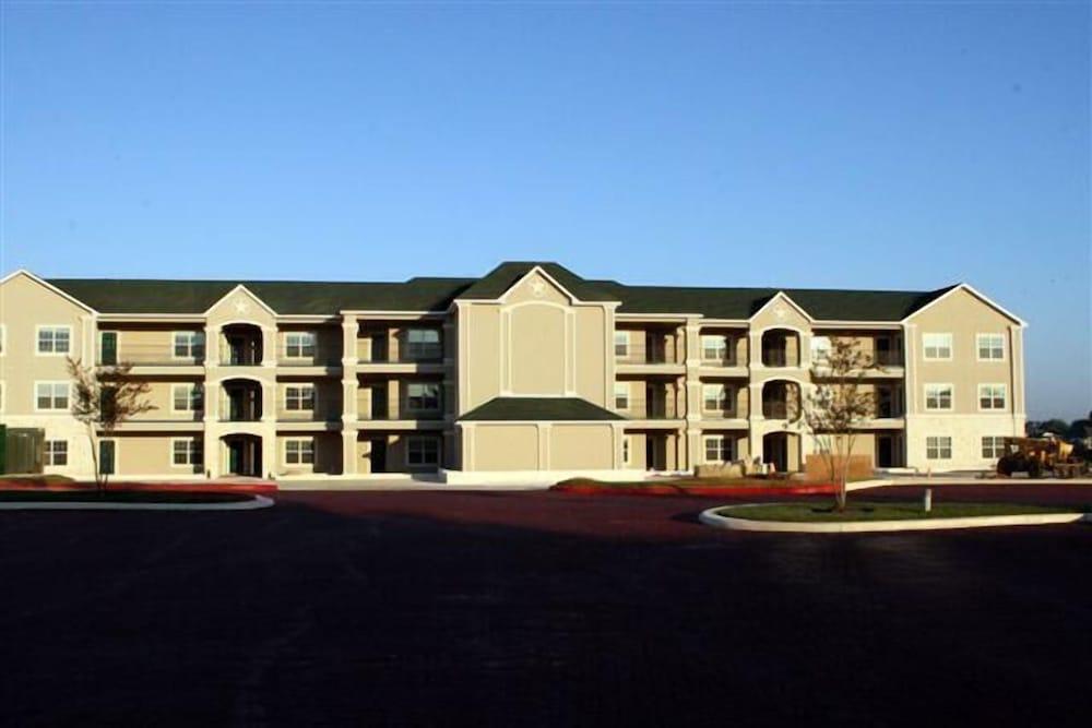Southern Empress Lakeside Condominiums