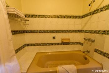Crown Regency Residences Cebu - Bathroom  - #0