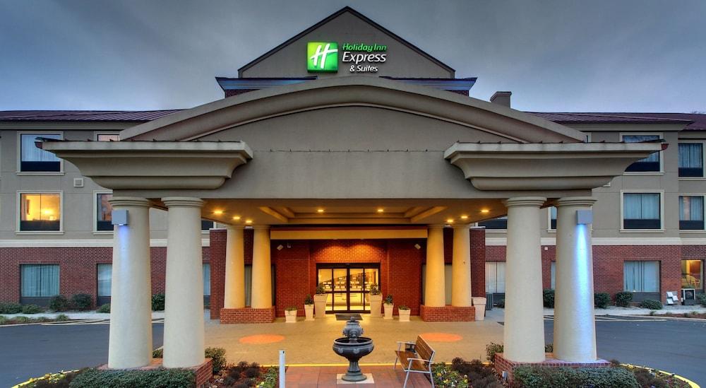 Holiday Inn Express Hotel & Suites Laurel