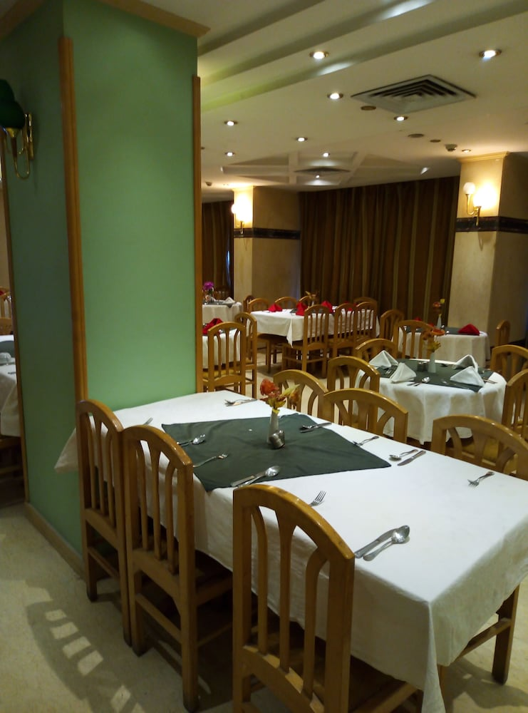 Queens Valley Hotel Restaurants Bars And Spa Luxor Luxor Hotel Price Address Reviews