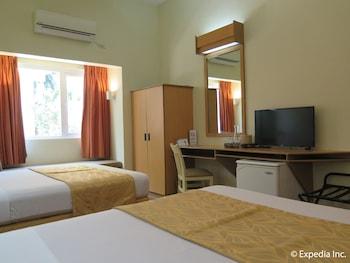 Microtel Inn by Wyndham Davao Guestroom