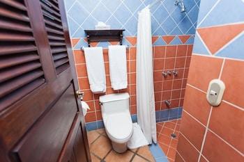 Hotel Los Robles - Bathroom  - #0