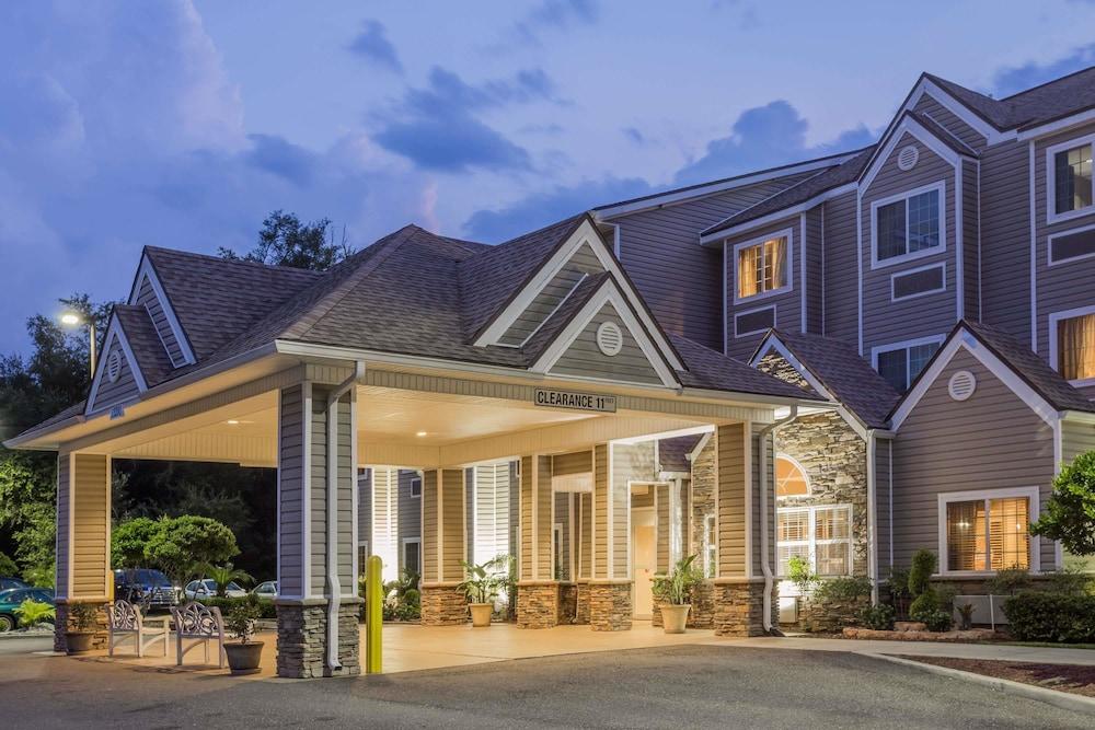 Microtel Inn & Suites by Wyndham Jacksonville Airport