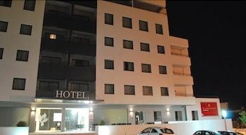 Paredes Hotel Apartamento - Hotel Front - Evening/Night  - #0