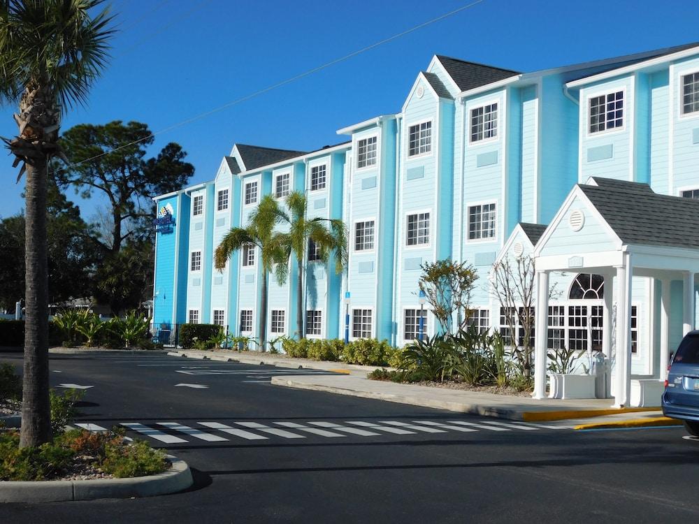 Microtel Inn & Suites by Wyndham Port Charlotte