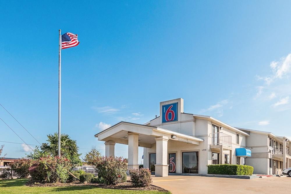 Motel 6 Dallas De Soto Lancaster