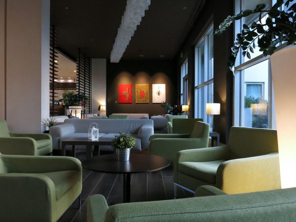 Porta Tv Cristallo Design.Best Western Plus Hotel Le Favaglie Milan Price Address Reviews