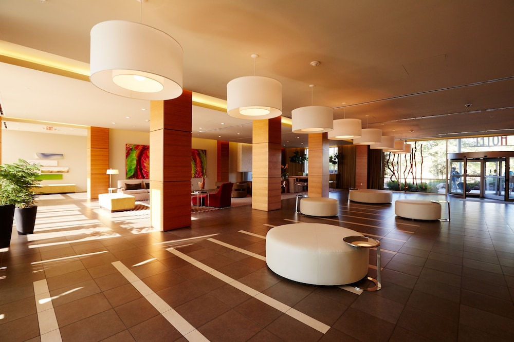 I Hotel And Conference Center
