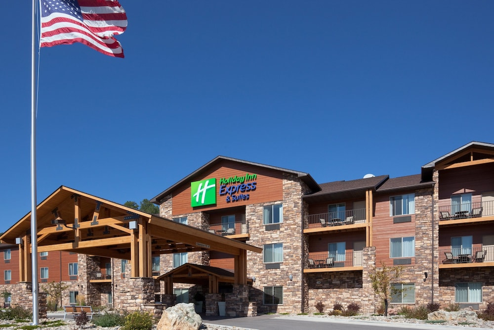Holiday Inn Express Hotel & Suites Custer
