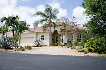 Country Club Designer Home - 3 Br home by RedAwning