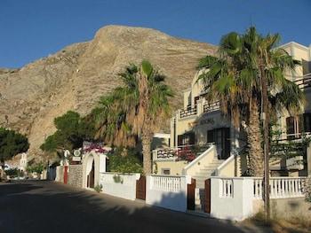 卡馬裡阿多尼斯飯店