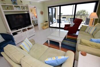 Tarpon Beach 305 - 2 Br condo by RedAwning
