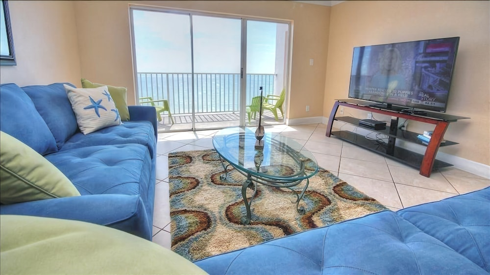 Sea Breeze 702 - 2 Br condo by RedAwning