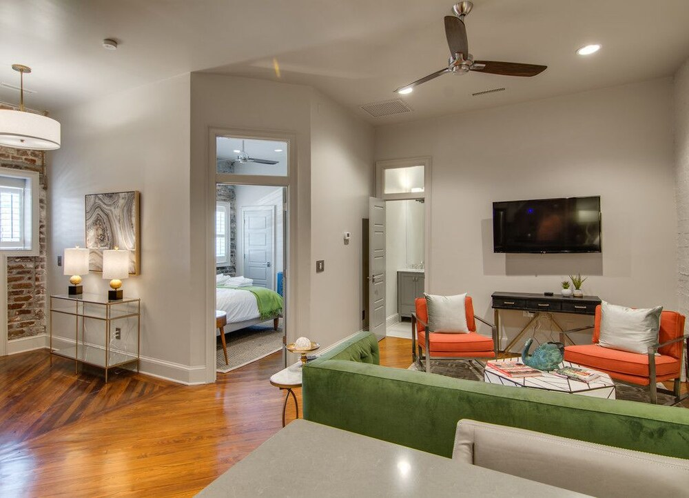 563 King Signature Apartments Charleston 𝐇𝐃 𝐏𝐡𝐨𝐭𝐨𝐬