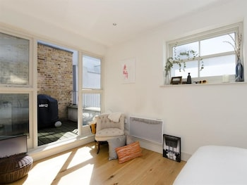 83 Goswell Apartment