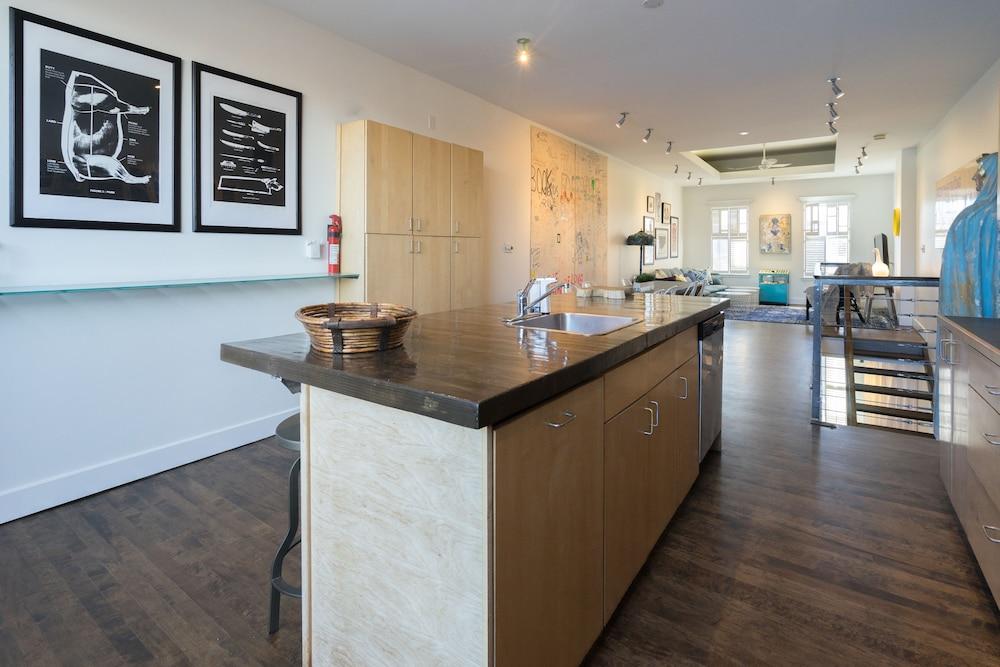 Applewood Suites - The Ossington Loft