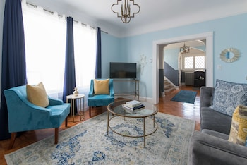 Expansive 6BR in West Queen West by Sonder