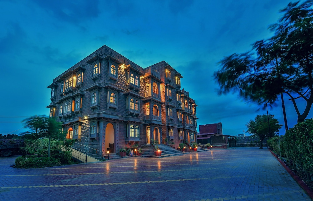 Garh Govind Hotel & Resort