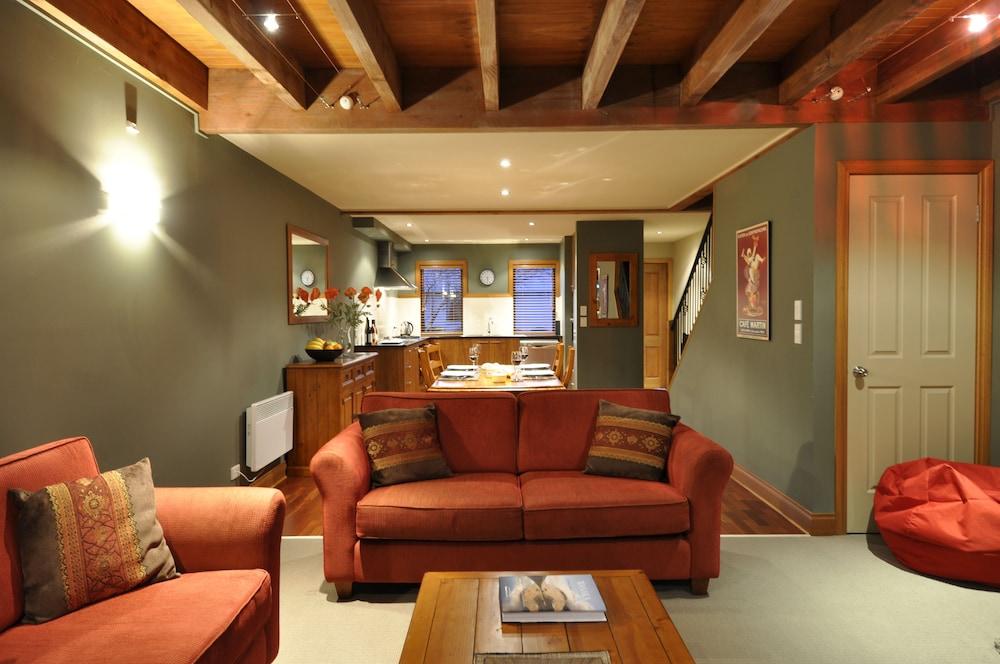 Lansdown Peaks Apartments