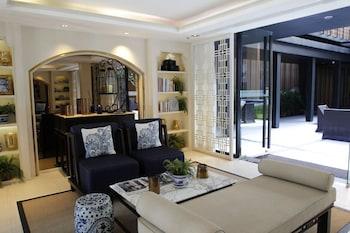 Aisika 220 Luxury 1 Bedroom Condominium