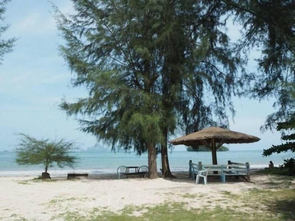 Pan Beach Bungalows
