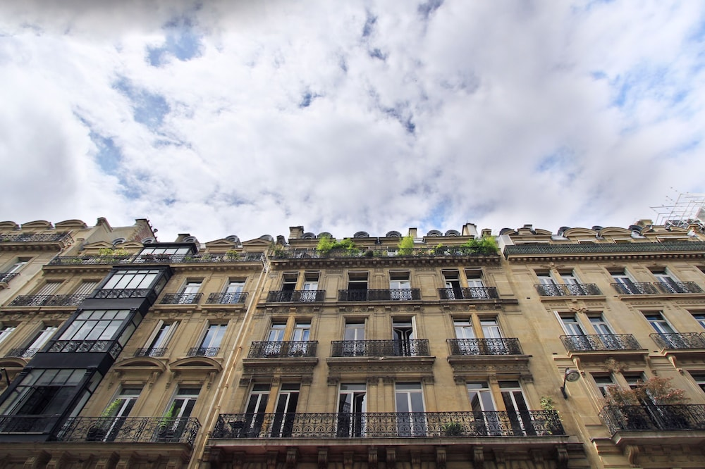 Pelicanstay at Champs Elysees