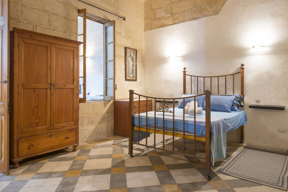 Valletta Bishop Apartment