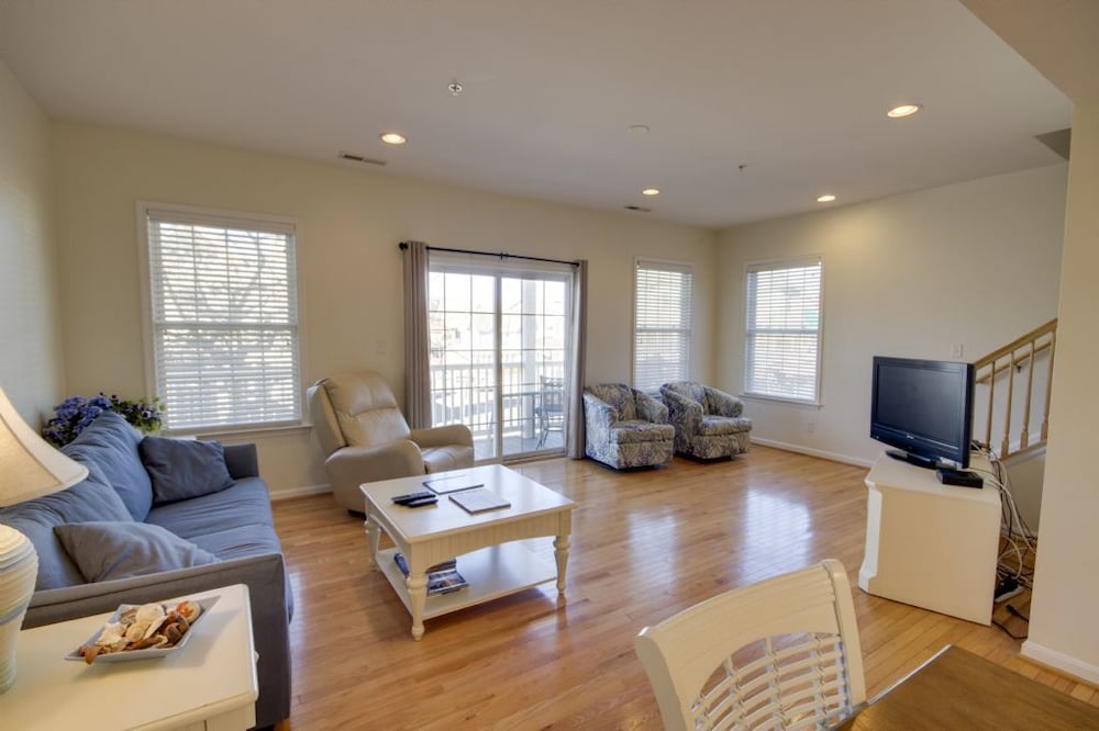 Boards Edge 101 - 4 Br Townhouse