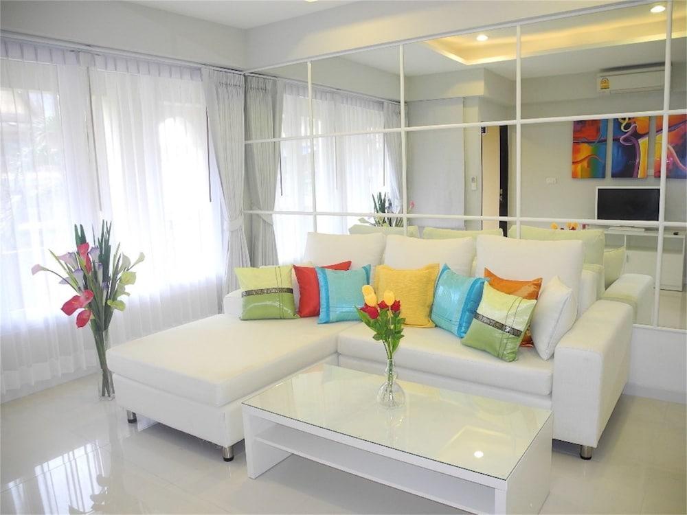 Kata Plaza 1 bedroom Centrical Apartment