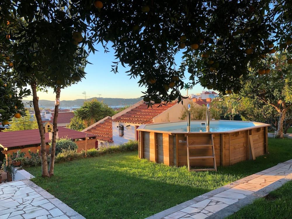 Algés Village Casa 4 by Lisbon Coast