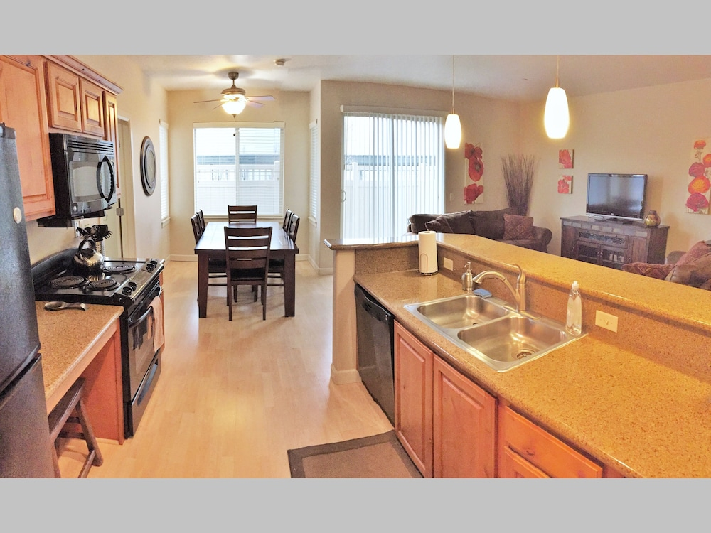 Downtown Luxury Condo at Citifront