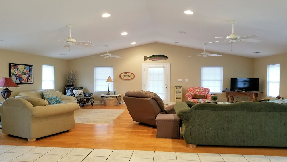 Fish Tales - 4 Br Home