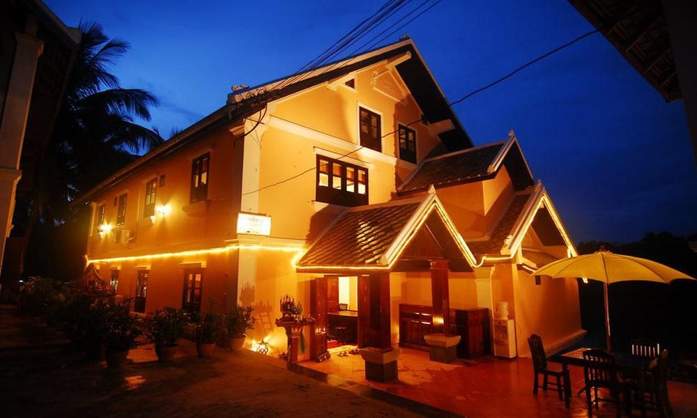Merry Riverside Hotel