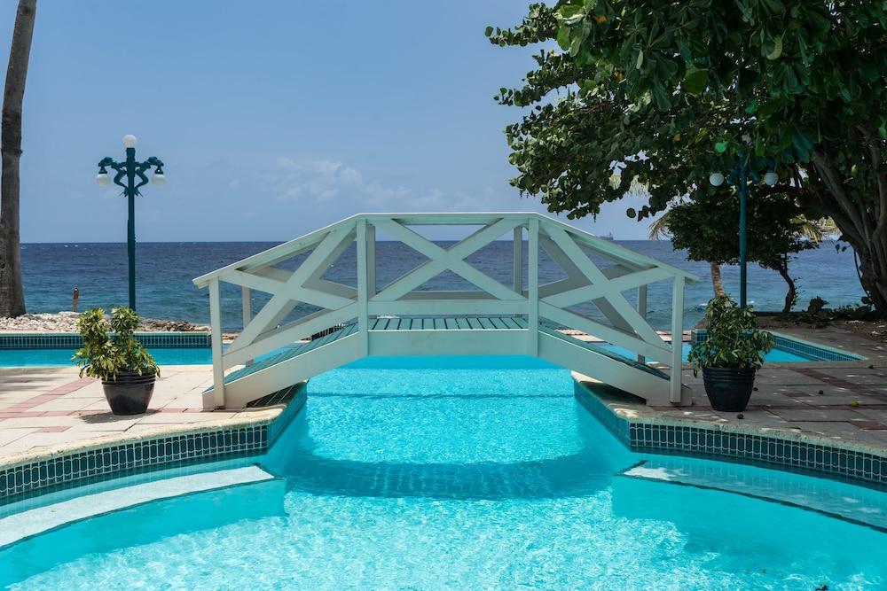 Sirena Bay Estate