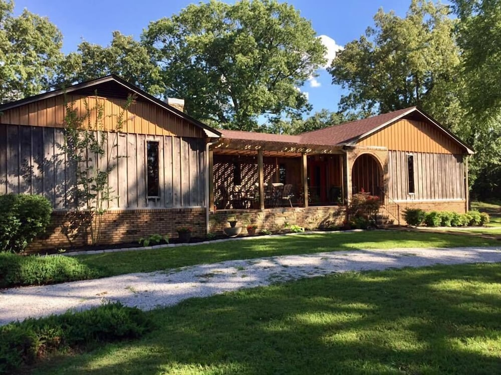 Sisters on Sycamore Bed & Breakfast