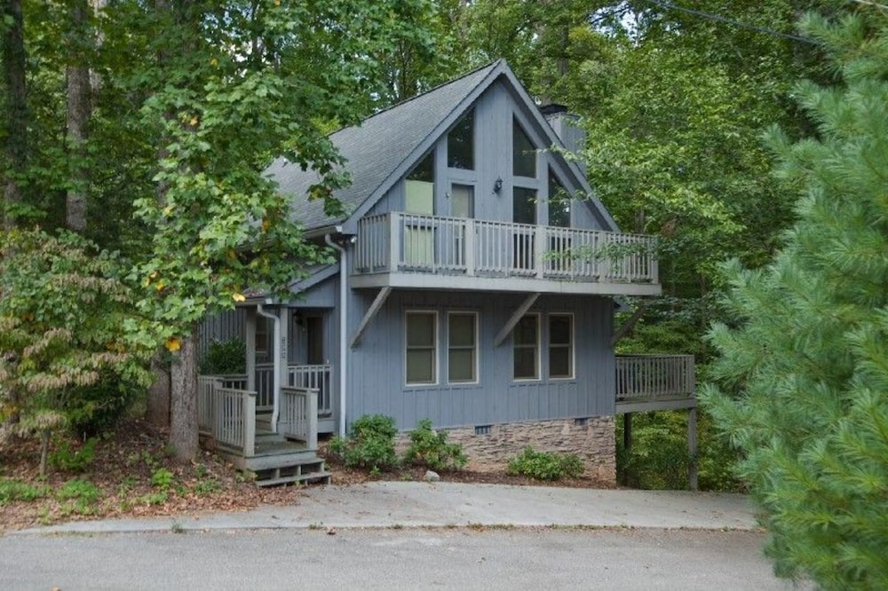 Beech House - 2 Br home by RedAwning