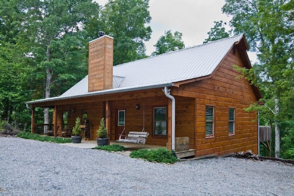Knotted Pine - 3 Br home by RedAwning