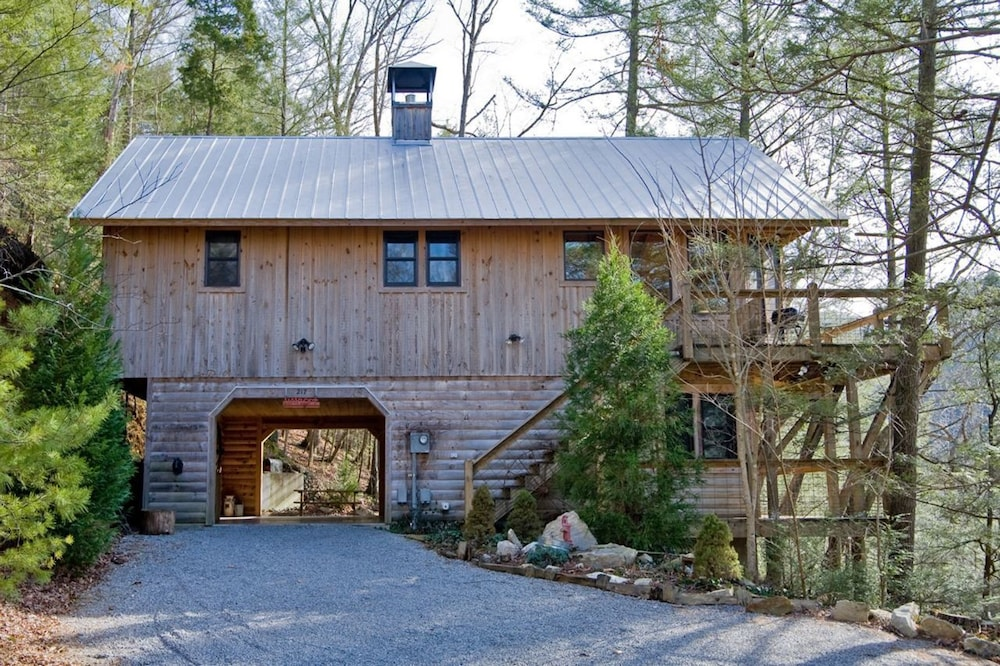 Hayloft 217 Home - 3 Br home by RedAwning