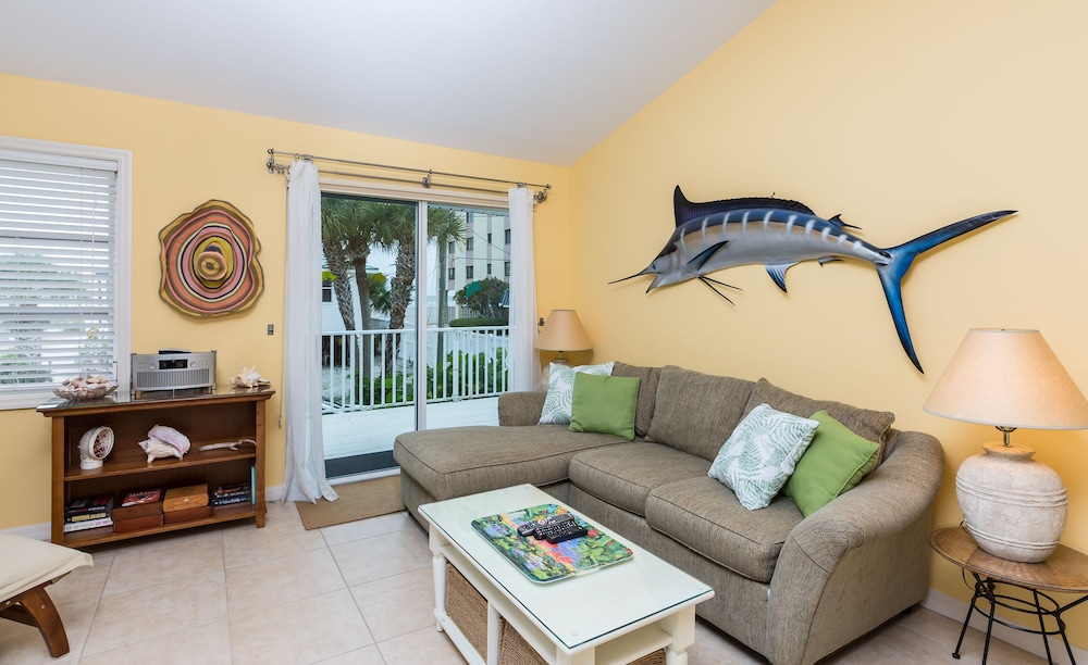 Estero 570 House - 2 Br home by RedAwning